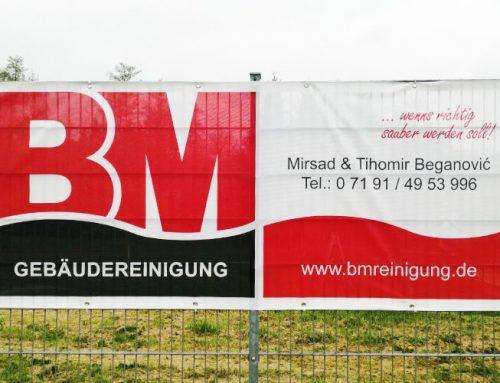 BM Gebäudereinigung – Zaunbanner am Sportplatz